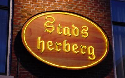 Stadsherberg neon W&O lichtreclame