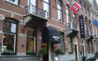 apple in hotel luifel W&O lichtreclame