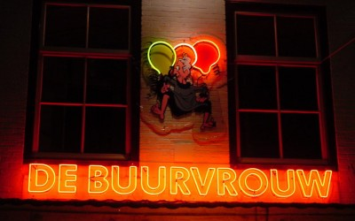 buurvrouw neon W&O lichtreclame