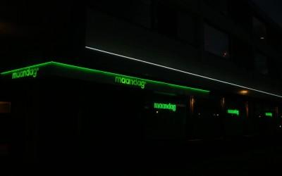 maandag neon led W&O lichtreclame