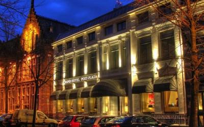 post plaza W&O lichtrclame gevelverlichting neon markiezen baldakijn