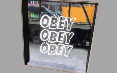 obey-obey-obey-weno-lichtreclame